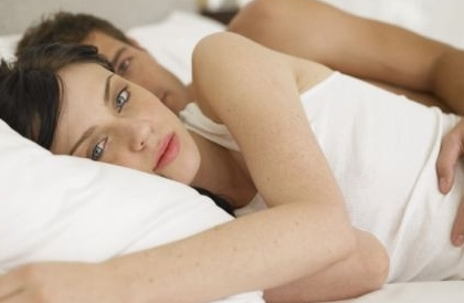 photo of a couple in bed troubled by female sexual dysfunction