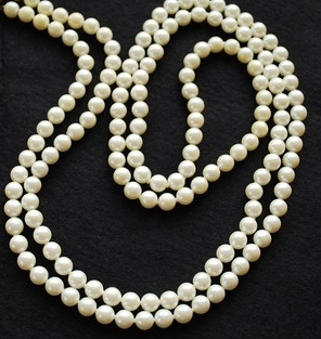 picture of a long strand of inexpensive faux pearls